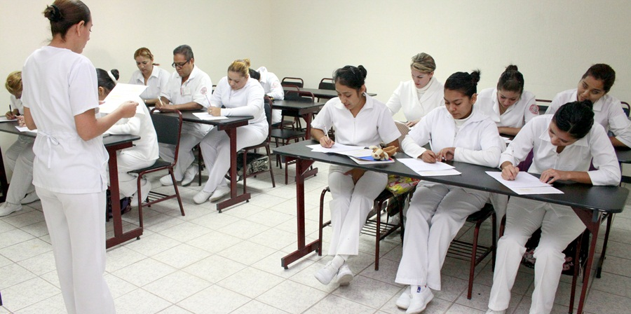 Escuela de enfermería en clase